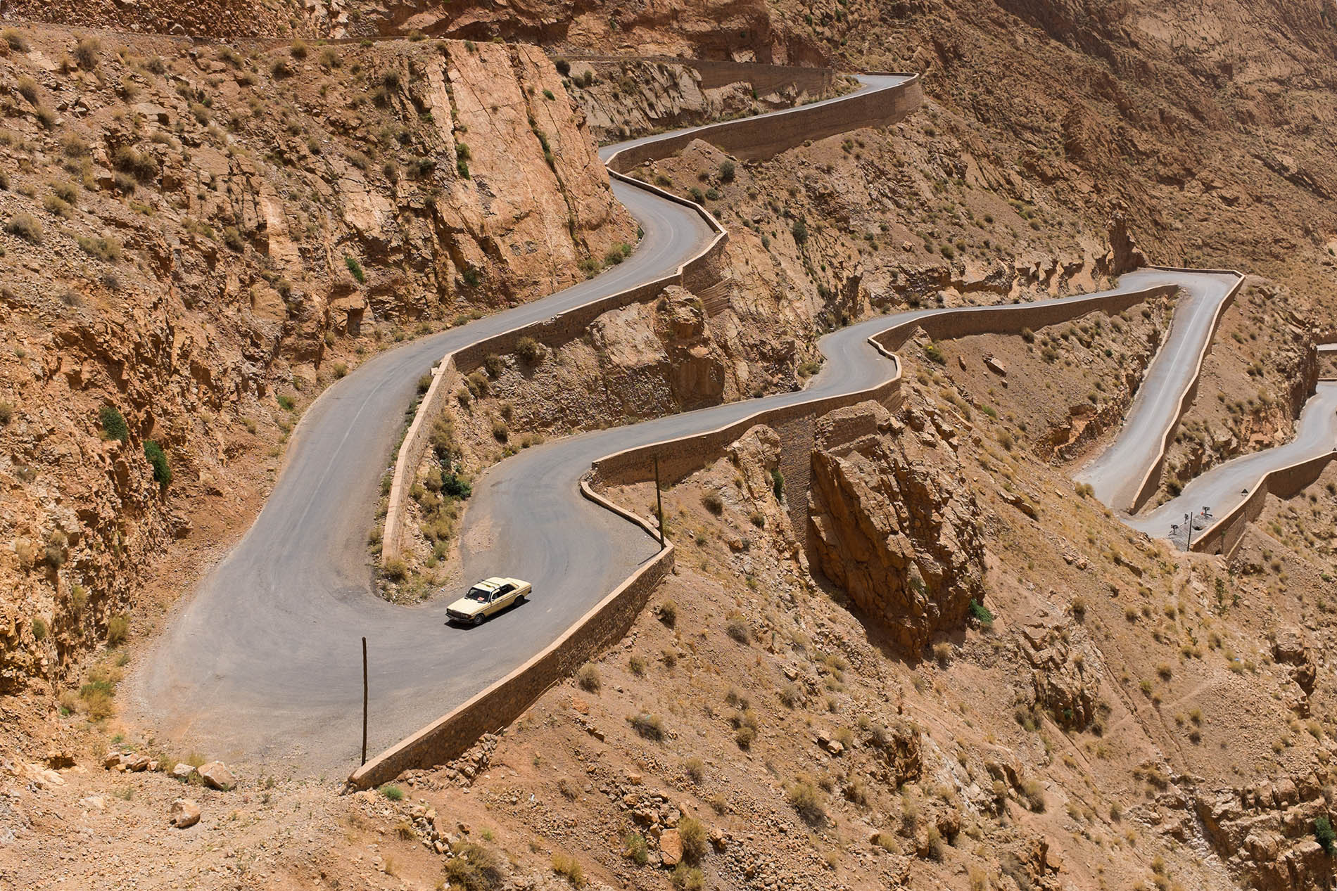 extreme-curvy-roadunsplash